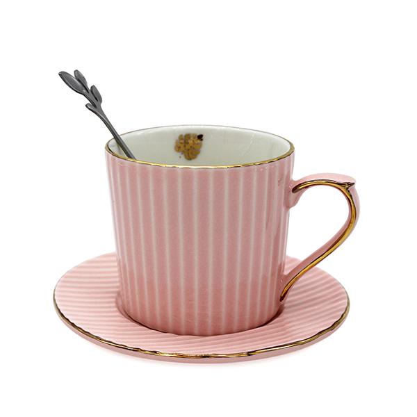 Керамична чаша с чинийка (различни цветове)